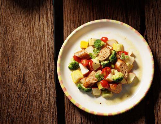 salad táo & xúc xích gà thơm thảo