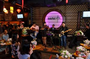 nha co hai nguoi - acoustic bar 07